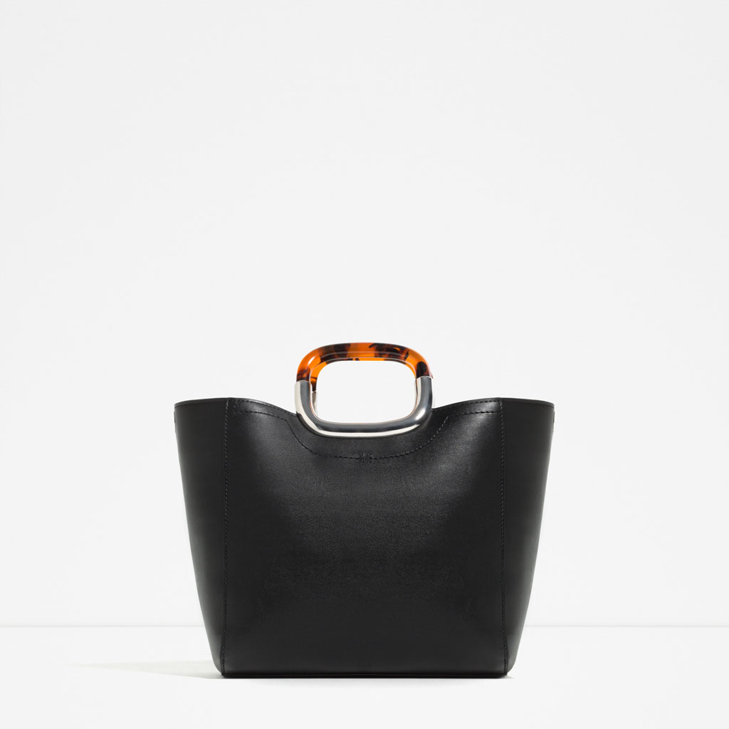 TOTE WITH HANDLE DETAIL