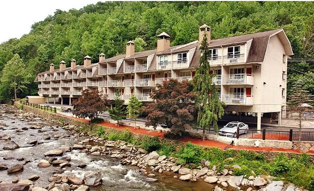 From $53/Night Days Inn on the River at Great Smokey Mountains