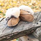 Minnetonka Kids Genuine Sheepskin Bootie (Infant/Toddler)