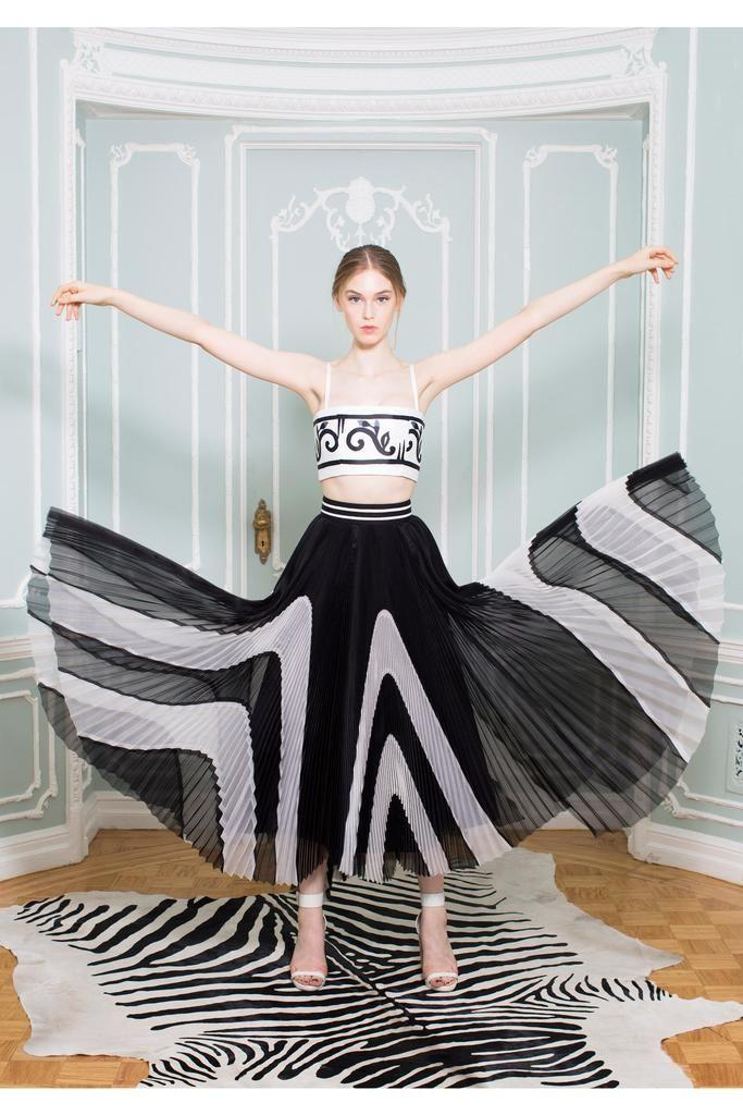Up to $300 Gift Card with Alice + Olivia Purchase  @ Bergdorf Goodman