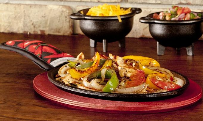 Lodge LFSR3 Pre-Seasoned Fajita Set