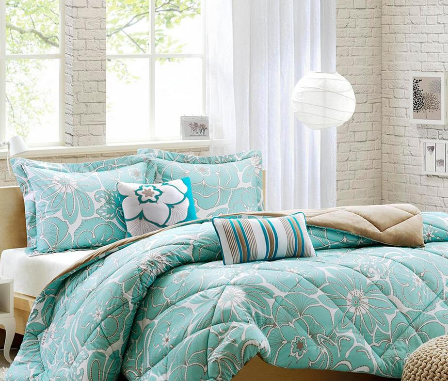 Up to 60% Off On Clearance Items @ Designer Living