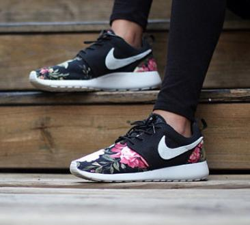 15% OFF $100+, 20% OFF $150+, 25% OFF $200+ Nike Roshe Run