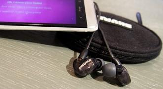 Shure SE215 Sound-isolating Earphones + FiiO e12 Amp