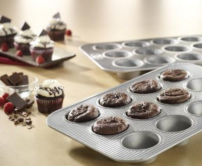 USA Pans 12 Cup Cupcake/Muffin Pan, Aluminized Steel with Americoat
