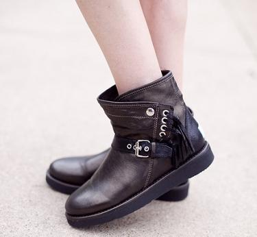 Up to 70% Off UGG Collection Boots On Sale @ 6PM.com