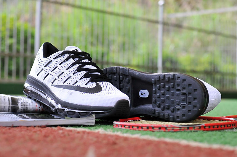 $104.99  Nike Mens Air Max 2015 Running Shoe