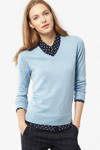 WOMEN EXTRA FINE MERINO V-NECK SWEATER @ Uniqlo