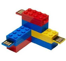 LEGO Brick 16GB USB 2.0 Flash Drive - With Additional LEGO Brick Toy