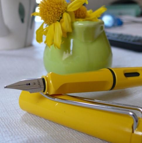 Lamy Safari Fountain Pen, Yellow Fine Nib (L18F)