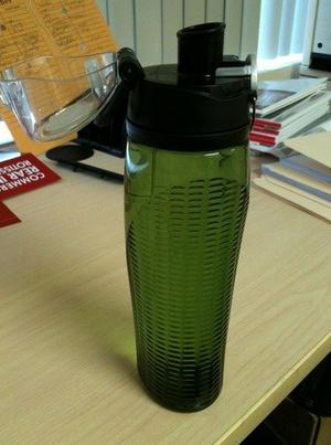Thermos Intak 24 Ounce Hydration Bottle with Meter, Green
