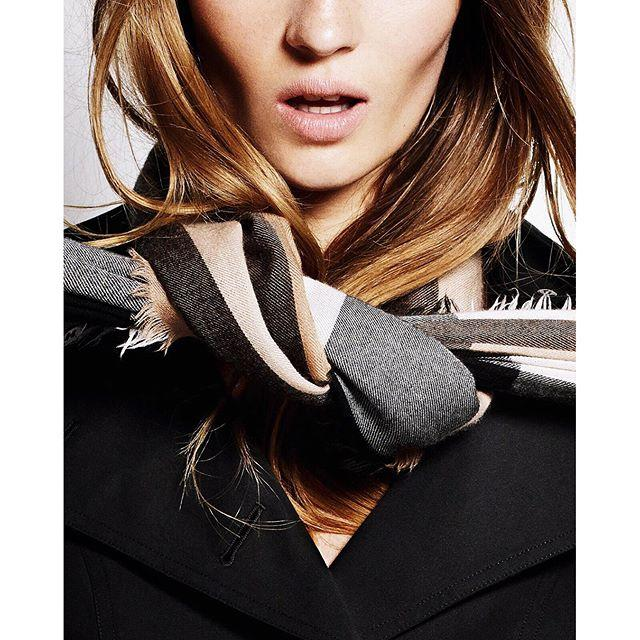 Up to $500 GIFT CARD with Burberry Giant-Check Cashmere Scarf Regular-Priced Purchase @ Neiman Marcus