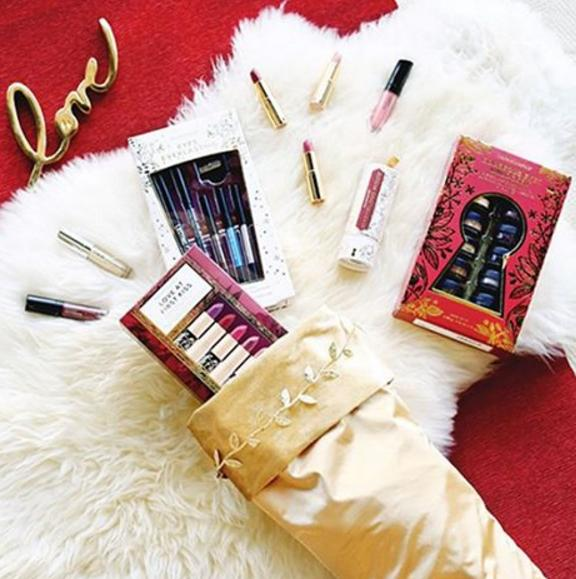 Free Deluxe SampleWith the Purchase Of Any Stocking Stuffers @ Bare Minerals