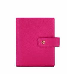 PEBBLED PASSPORT HOLDER @ Tory Burch