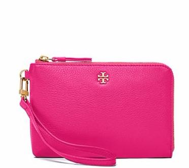 PEBBLED MEDIUM WRISTLET @ Tory Burch