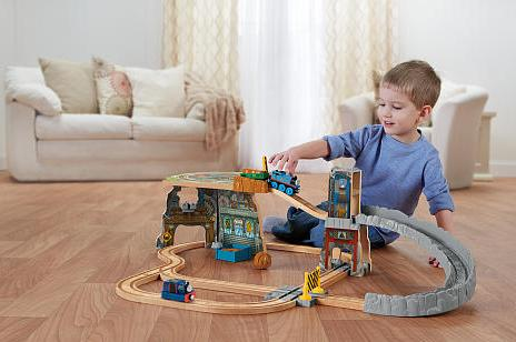 Thomas & Friends Wooden Railway - Thomas' Fossil Run Train Set (Tale of the Brave)