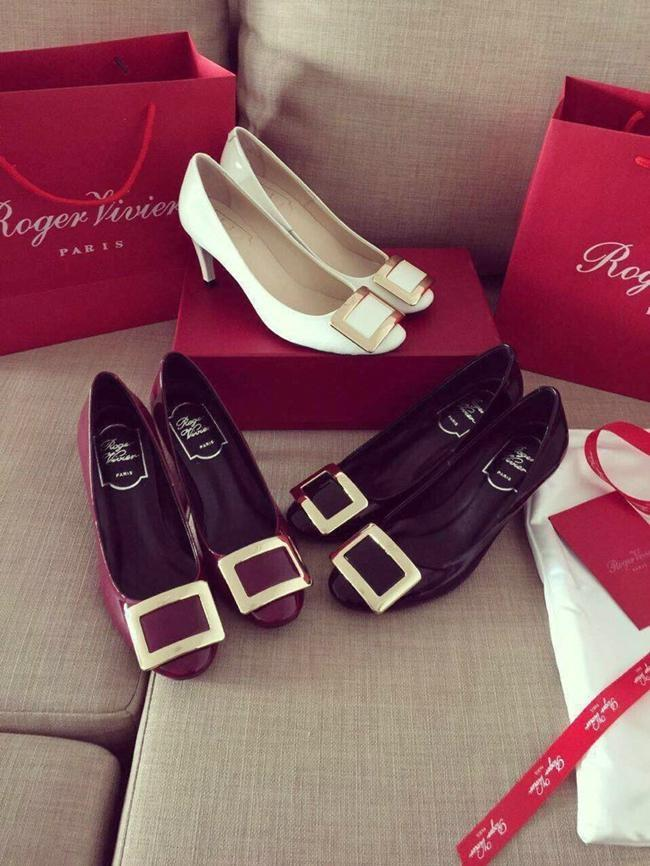 Up to $1,000 Gift Card on Regular-price Roger Vivier Shoes and Handbags @ Bergdorf Goodman
