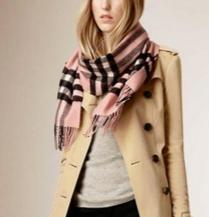 BURBERRY Classic Cashmere Scarf in Check - Ash Rose