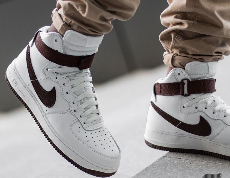 Nike Men's Air Force 1 High Retro QS Shoes