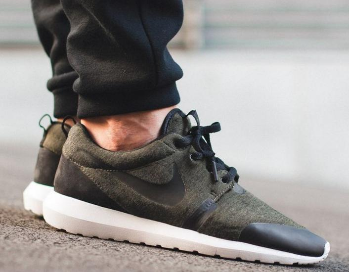 $59 NIKE ROSHE ONE FLEECE MEN'S SHOE On Sale @ Nike Store