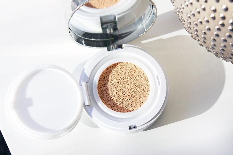 Free 7 Piece Gift with Lancôme Miracle Cushion Liquid Cushion Compact Purchase @ Bloomingdales