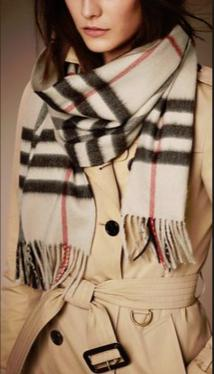 Last day! $309 BURBERRY Classic Cashmere Scarf@JomaShop.com