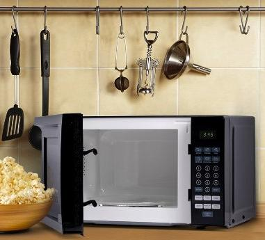 Westinghouse WCM770B 700 Watt Counter Top Microwave Oven, 0.7 Cubic Feet, Black Cabinet @ Amazon