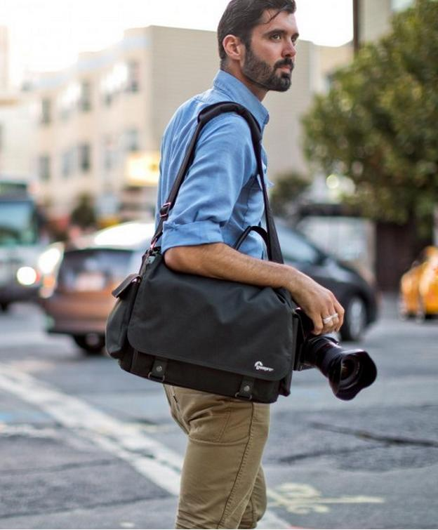 Lowepro Urban Reporter 250 Messenger Bag for DSLR with Attached Lens