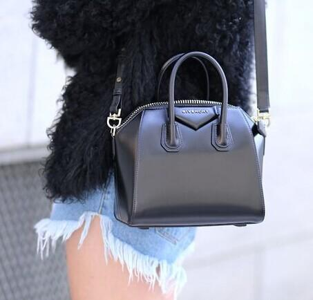 Up to 46% Off Valentino, Balenciaga and more brands Handbags @ Rue La La