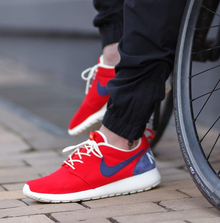Nike Men's Roshe One Retro Shoes