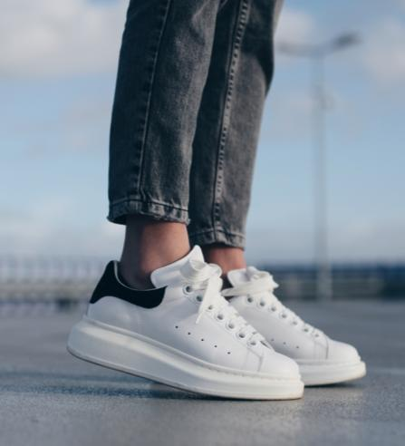 Last Day!Up to $175 Off ALEXANDER MCQUEEN SNEAKER Purchase @ Saks Fifth Avenue