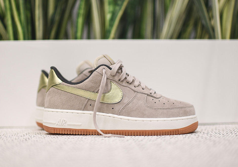 $52.47 NIKE AIR FORCE 1 07 SUEDE WOMEN'S SHOE On Sale @ Nike Store
