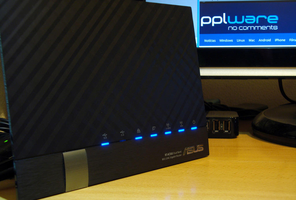 Asus RT-AC56U Wireless-AC1200 Dual-Band Gigabit Router