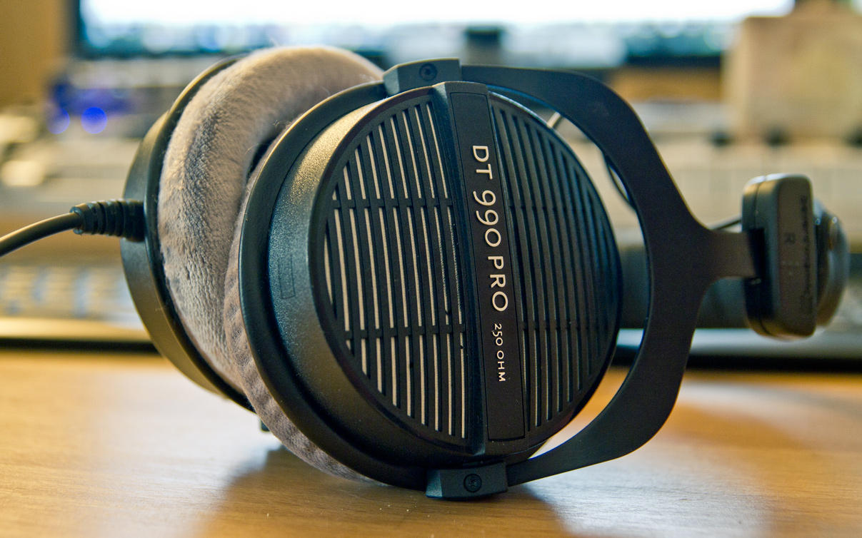 $124.99! Beyerdynamic DT 990 Pro 250Ohms Dynamic Open Headphone