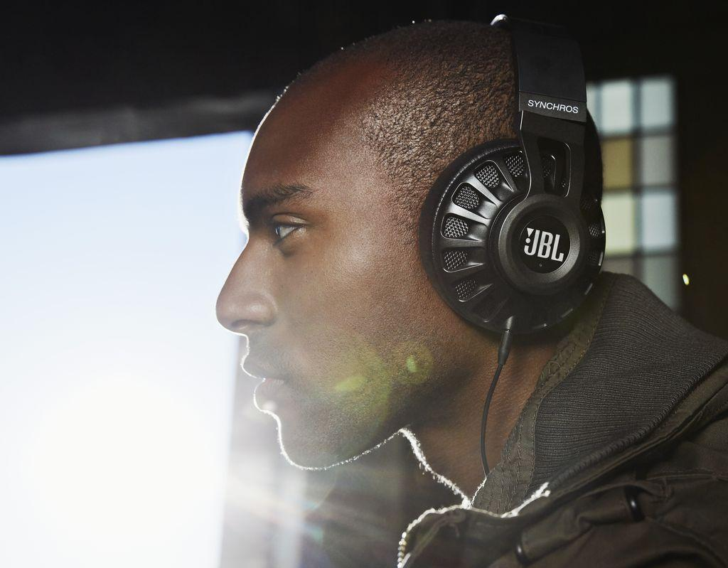 $99.99 JBL Synchros S700 Advanced over-ear Headphones for Android & iOS with built-in