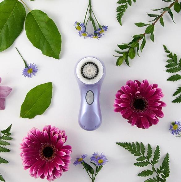 40% Off + + Free Guide to Gorgeous Summer Bag ($33 Value) Clarisonic Sale @ SkinStore.com