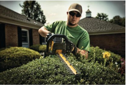 DEWALT DCHT860M1 40V MAX 4.0 Ah Lithium Ion Hedge Trimmer