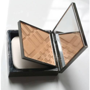 Burberry Fresh Glow Compact Luminous Foundation