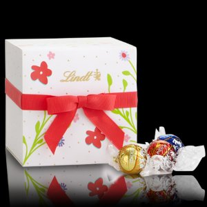 Spring Bouquet White Gift Box | Lindt Boxed Chocolate