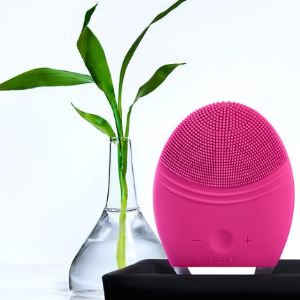 LUNA 2 professional Dual Motor Face Cleansing Brush   FOREO