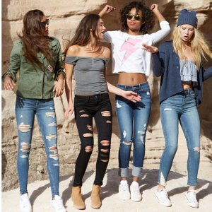 Extra 25% offHollister Entire Purchase Sale