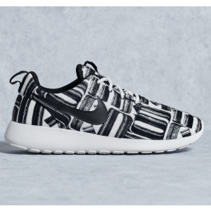 Nike Roshe One Print Women's Shoe.