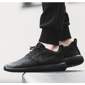 Nike Roshe Two Flyknit 365 Men's Shoe.