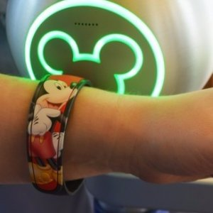 Extra 25% OFFDisney Store MagicBand Sale