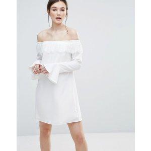 Amy Lynn 一字领白色连衣裙