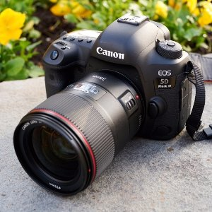 15% Off + FREE MiniatureEOS 5D Mark IV Body Refurbished
