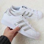 adidas 女款真皮银白配色贝壳鞋Superstar促销 气质配色有点美