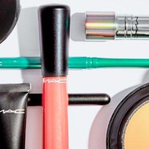 Up to 59% OffMAC Cosmetics @ Hautelook