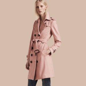 嫩粉色羊绒风衣