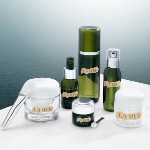 a duo sample offer of Genaissance de la Mer Serum Essence and Crème de la Merwith any online purchase of $250 or more